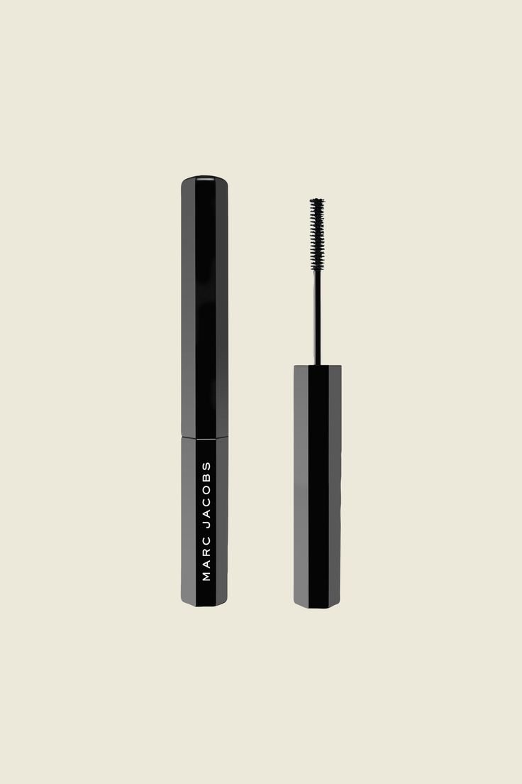 The Marc Jacobs Feather Noir Ultra-Skinny Lash-Discovery Mascara features a super-slender wand, designed for lower lashes, with short istles that reach the base of the lower lash line without smudging.