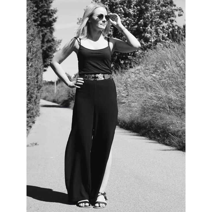 Wide pants with split