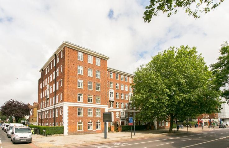 1 bedroom property for sale in Effra Court, Brixton Hill, London, SW2 - £389,950