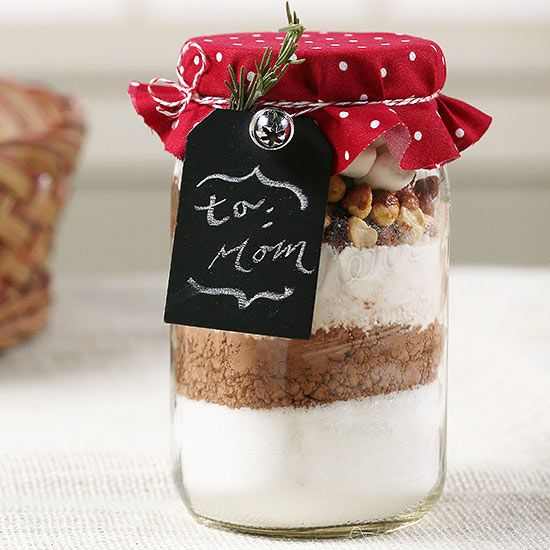 The baker, the sweets fanatic, and the cookie lover in your life will praise you for gifting them with jars of homemade cookies or delicious dry cookie mixes. Decorate these darling Mason jar gifts with festive ribbons and include a recipe card for ready-to-bake treats that are inexpensive to make in bulk./