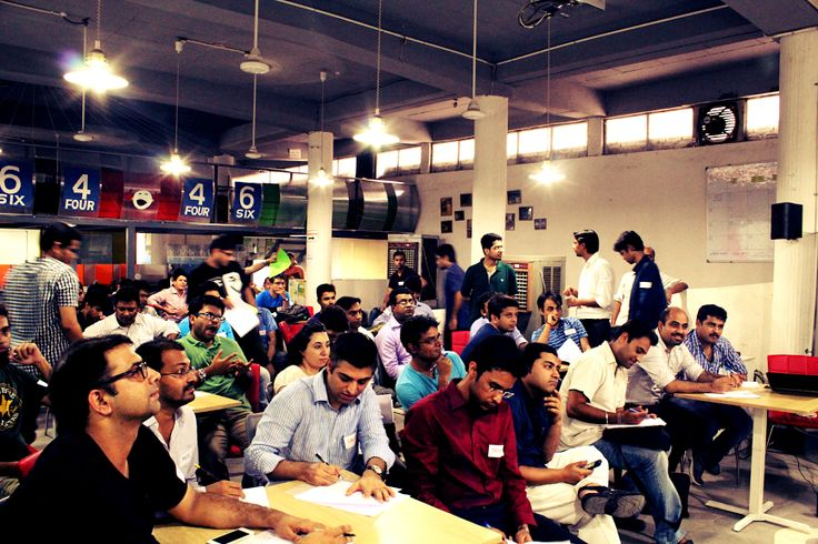 Each Startup Meet follows the same format of 3hrs. The meetup kickstart with pitch by each of the shortlisted startups to angel investors & accelerators.