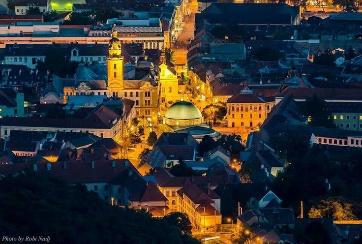 Pécs - vision nocturno del casco antiguo
