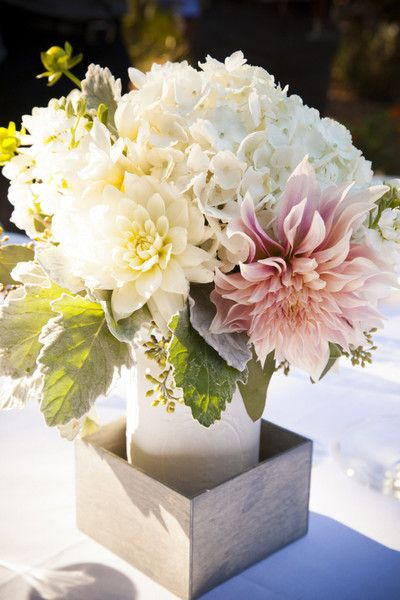 A gorgeous blooming centerpiece! {Town & Country Studios}Floral Arrangements Wedding, Dahlias Floral, Flowers Centerpieces Decor, Flowers Bouquets Centerpieces, Town Country, Wedding Photos, Dahlias Centerpieces, Town And Country Wedding, Country Studios