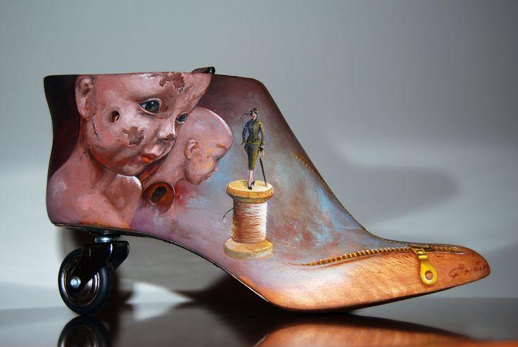 """"""" Στυλιστικές αναδρομές"""" λάδι σε ξύλινο καλαπόδι, σίδηρος, ελαστικό (2016)"""