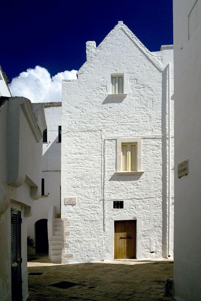 white washed village of Locorotondo - #Puglia in Italy