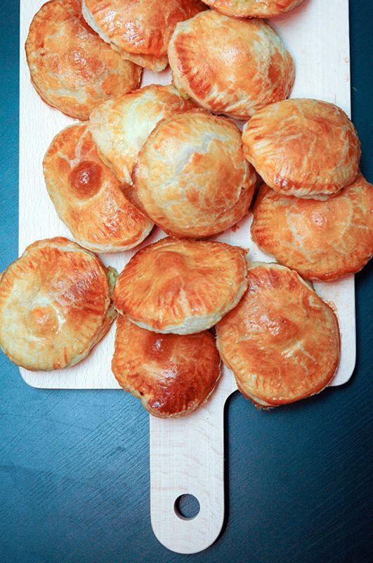 Mozzarella puffs with avocado and pesto #mozzarella #pastries #avocado
