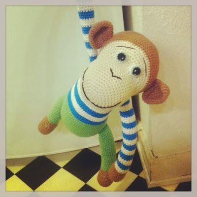 En sød hæklet abe - DIY-vejledning til tøj, øjne og butterfly