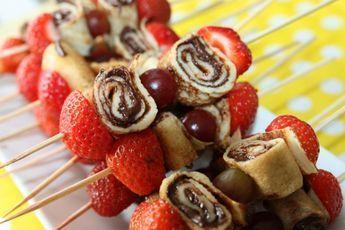 Pfannkuchenröllchen gefüllt mit Schokolade