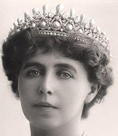 Tiara Mania: Pearl & Diamond Tiara worn by Queen Marie of Romania