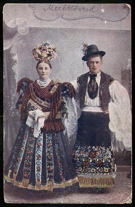 Mezőkövesdi népviselet. Fiatal Matyó házaspár