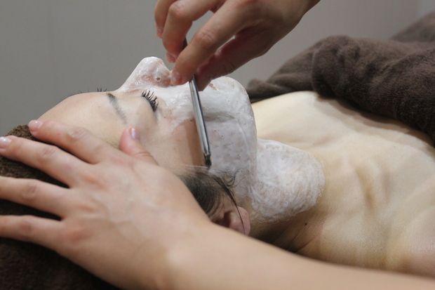女性のお顔剃りならFIGAROにお任せください。女性専用個室あり。