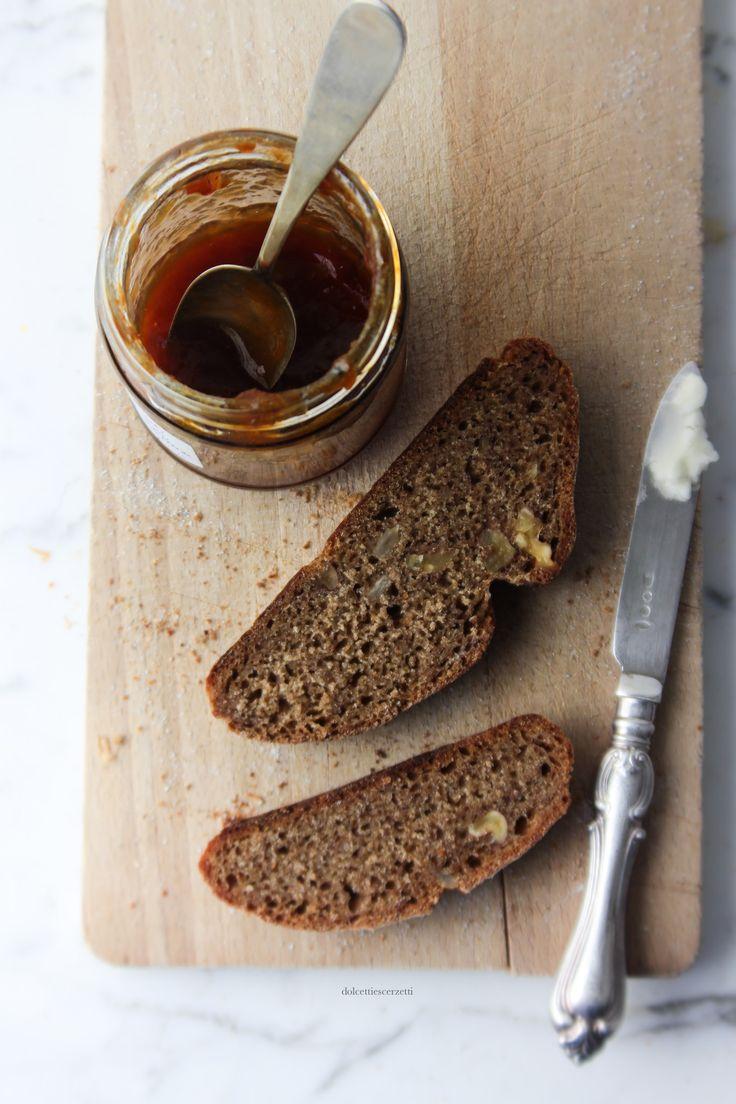 Rye bread with apple cider, molasses and walnuts - Pane di segale al sidro di mele, melassa e noci