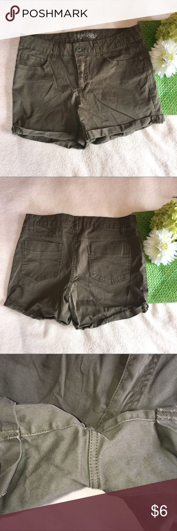 Army green shorts Some pilling between legs. Waist: 17"