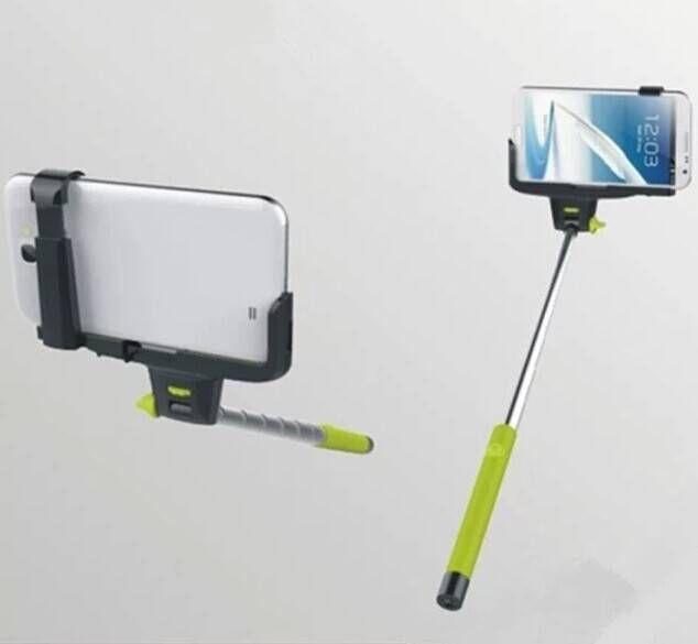 Selfie stok met ingebouwde bluetooth knop op het handvat