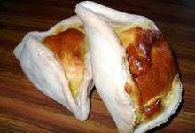 La corniotte est un petit chausson triangulaire au fromage, fait d'une pâte…