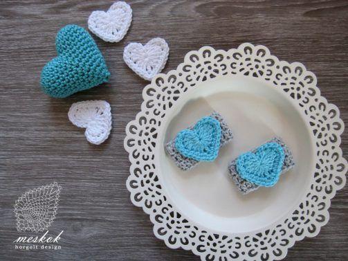 Valentine's day crochet heart. napkin ring  http://meskok.hu/termekek/horgolt/valentin-napi-szalvetagyuru/