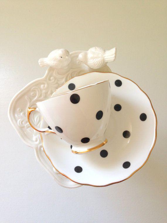 VENDIDO/Vintage Vale Royal Fine Bone China taza de té de lunares y plato de té