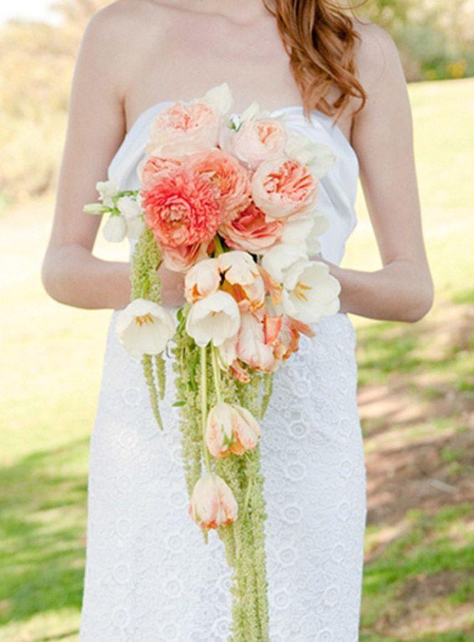 Se puede optar por los colores de temporada puede convertirse en el ramo primavera de una gran boda.
