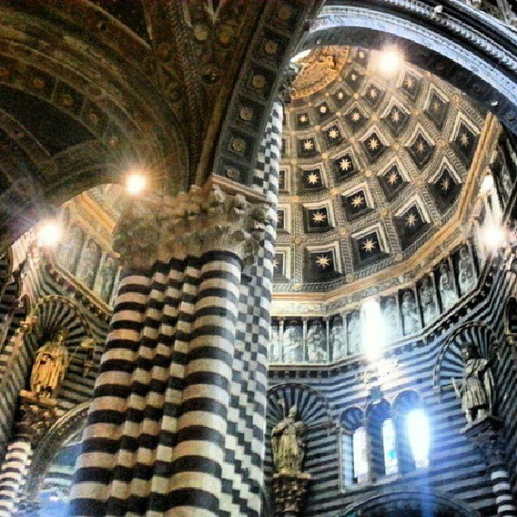 シエナ大聖堂(イタリア)。