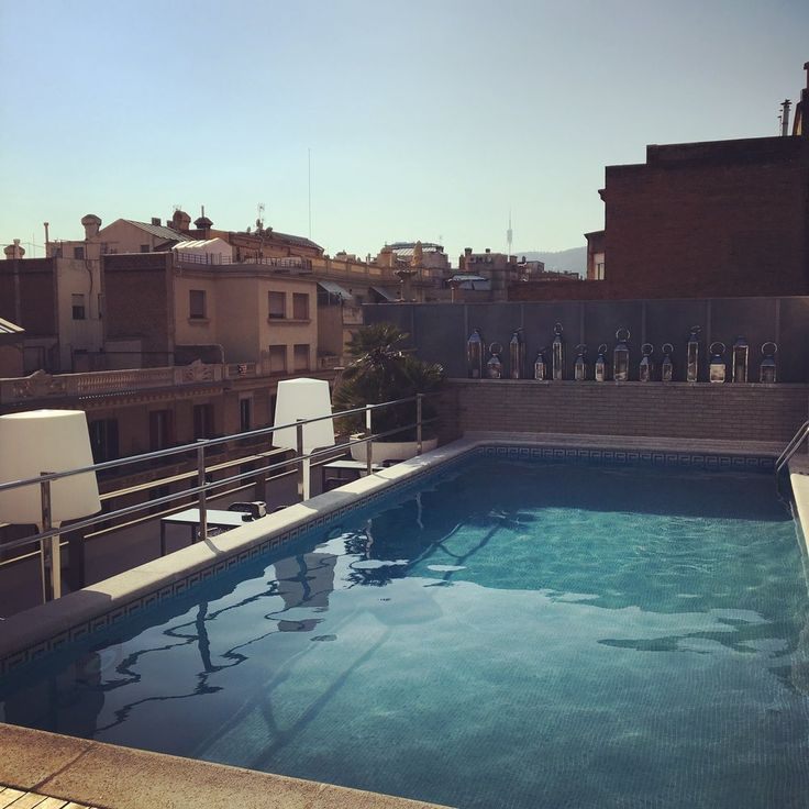 Rooftop pool bar, fantastic rooms, great location and friendly service make the staying at the Hotel Claris a charm.  Just make sure you enjoy one of Barcelona's famous Gin and Tonic's at the rooftop bar.