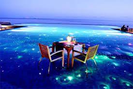 Resultado de imagem para maldivas a noite