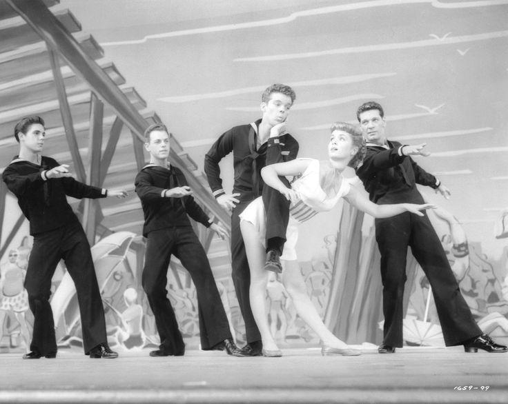 Debbie Reynolds and Russ Tamblyn in In Frisco vor Anker (1955)