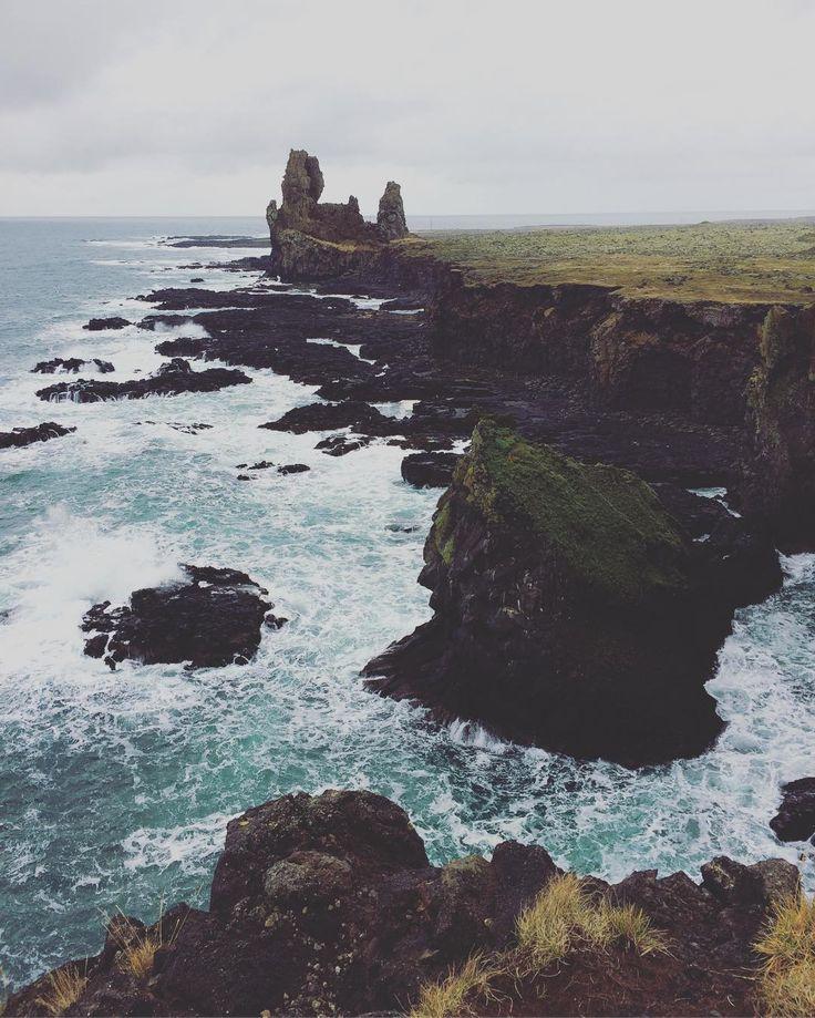 What fantastic scenario ! Good morning Iceland !  #photooftheday #big_shotz #special_shots #igglobalclub #igpowerclub #ig_worldclub #ourplanetdaily #igtravel  #travelawesome #travelingram  #ig_captures #epic_captures #allshots_ #awesome_shots #awesome_earthpix #earthfocus #welivetoexplore #fantastic_earth #awesomeearth #main_vision #igersiceland #iceland #clickalps