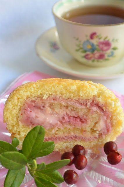 Lingonberry Curdia ja vaniljarahkaa kääretortun täytteenä/Celebration Treats 4U