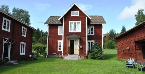 Genuin kringbyggd dalagård - Gård och Torp
