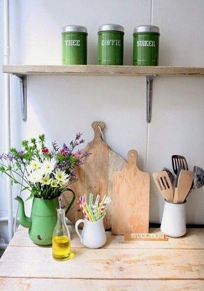 Con elementos de madera y el color verde, introducimos las caracteristicas del elemento Madera en nuestra cocina, tambien relacionado con el crecimiento y la salud