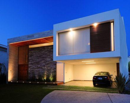 Casa contemporánea con fachada de piedra