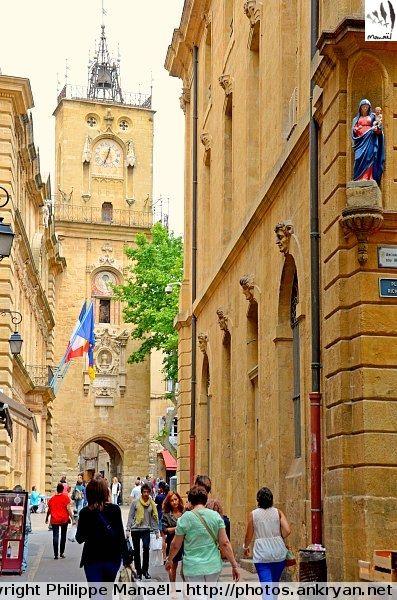 Tour de l'Horloge, Aix-en-Provence (Bouches-du-Rhône, Provence-Alpes-Côte d'Azur). Elle comporte une horloge horaire accompagnée de 2 statues et une horloge astronomique datant de 1661