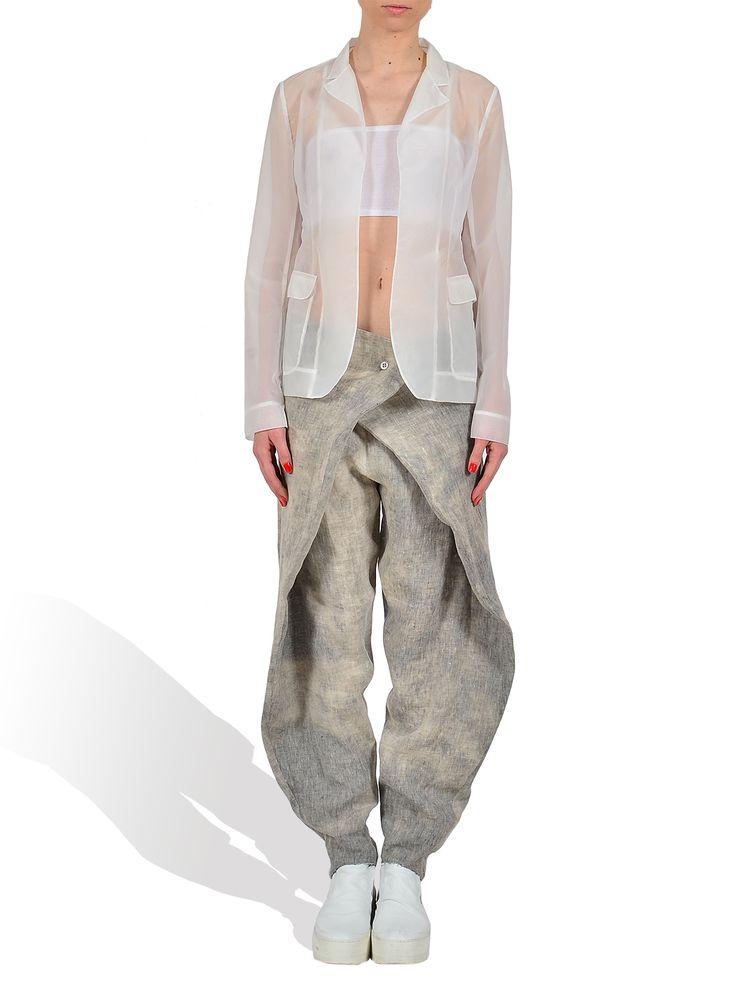 Pas du Tout - organza blazer  http://www.gabiurda.ro/sacoul-blazerul-manevra-vestimentara-de-toamna/