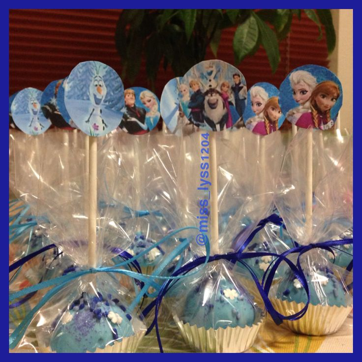 "Disney ""Frozen"" cake pops"