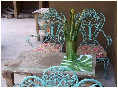 Casa Chaucha las silas, su color y tal vez algo del color de la pared