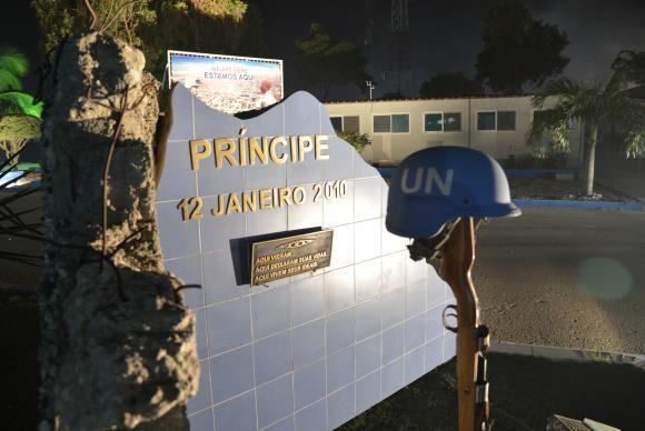 Porto Principe (Haiti) - Monumento inaugurado em 12 de janeiro de 2011, um ano após o terremoto, em homenagem aos militares mortos