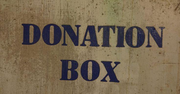 ¿Qué palabras debo utilizar en una caja para donaciones?. Una caja para donaciones es utilizada para recaudar dinero para una organización benéfica. La caja debe ser muy visible y debe ser colocada en un lugar donde nadie la pase por alto. También, puede ayudar tener una persona cerca de la caja para responder preguntas y solicitar donaciones. Asegúrate de que sea segura, de manera que no pueda ser ...