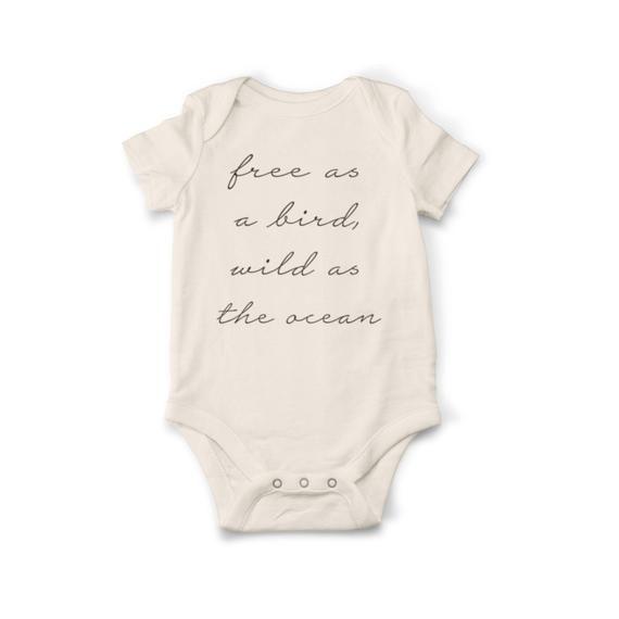 Frei wie ein Vogel-Body, Bio-Baby-Kleidung, natürliche Baby-Dusche-Geschenk, Neugeborenen-Body, O …   – Baby Clothes Newborn