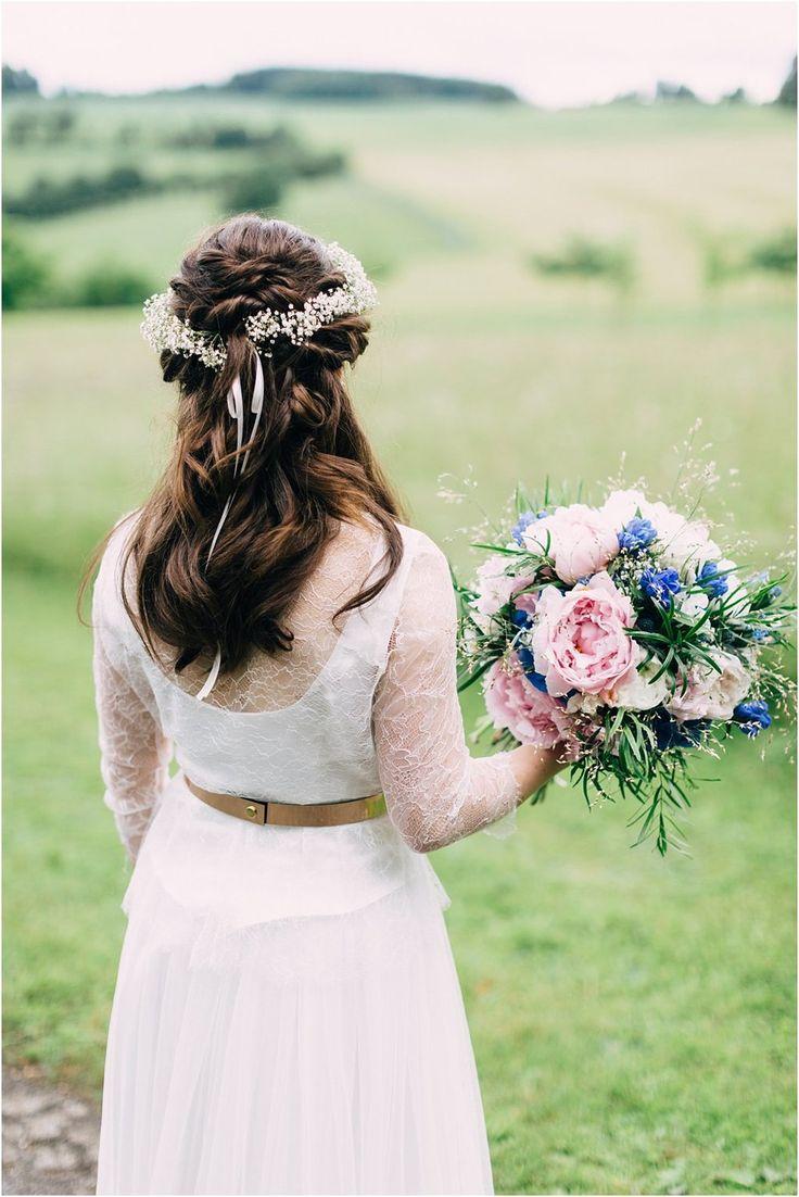 Brautstrauß blau-weiß, Pfingstrosen, Hortensien. Von Anmut und Sinn. Foto: Daniela Reske