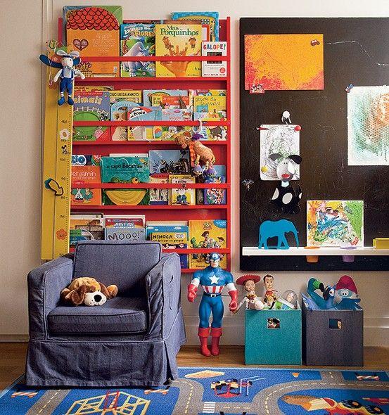 O filho de 4 anos da arquiteta Olivia Messa tem uma lousa no quarto. Lá, são exibidos os desenhos do menino