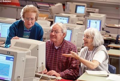 A doença de Alzheimer é uma patologia antiga mas só recentemente tem sido mais notória. Trata-se de uma afecção mental crónica progressiva e degenerativa que se caracteriza pela deterioração das células nervosas no cérebro, originando falta de memória, desorientação e dificuldades de comunicação.Est