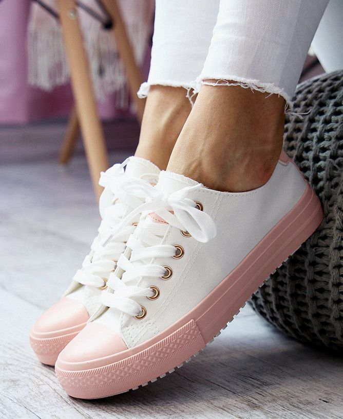 Białe trampki to podstawa :) w wiosennych stylizacjach!www.Buu.pl