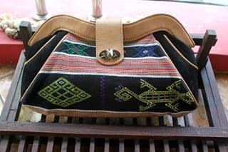 #clutch #Tenun #NTT #indonesia #woman #fashion #bag  More info:  Email : retishop@gmail.com FB : retishop Ig : @retishop