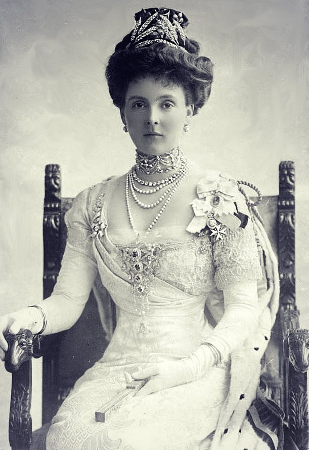 Princess Alice, Countess of Athlone - Coronation of George V, 1911, wearing the Ears of Wheat Tiara.