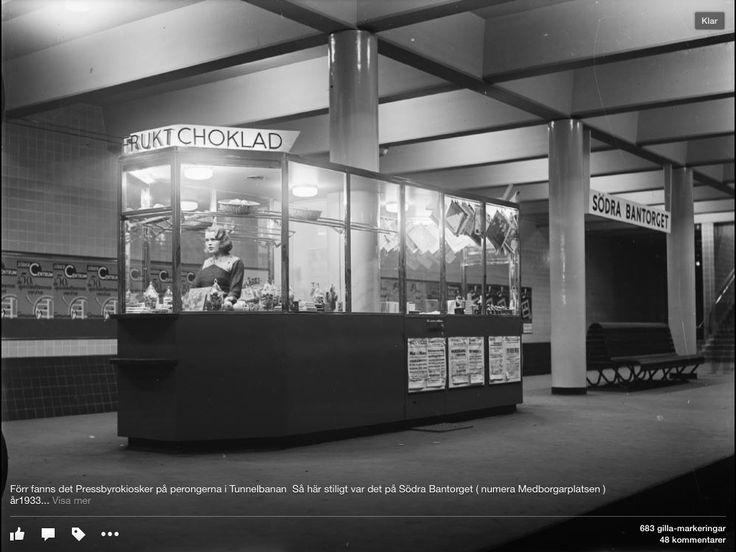 Förr fanns pressbyrå kioskerna på stationerna. Här är Södra Bantorget nuvarande Medborgarplatsen 1933