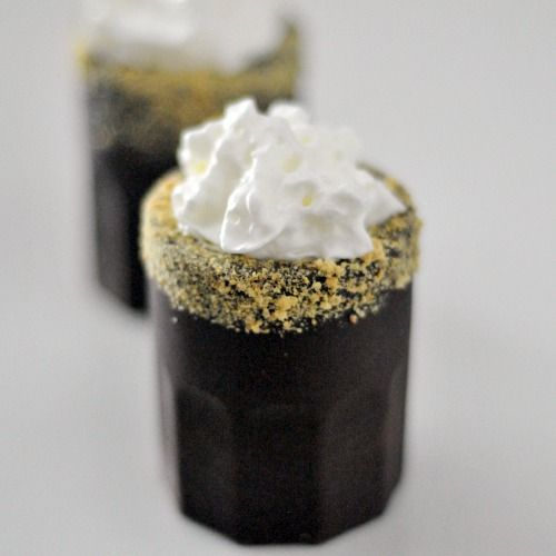 vegan s'mores shots in chocolate glasses - okay I'd never seriously ever get around to making these but it looks SOOOOO good!