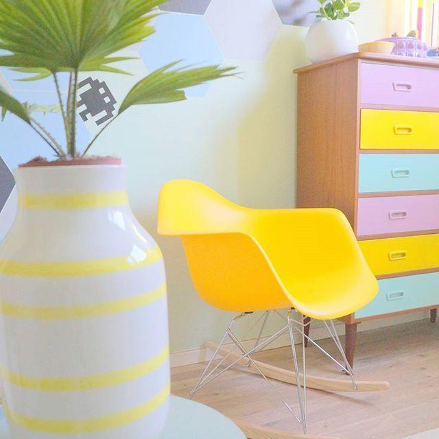 Gult er kult! 🍌Familiens nye favorittstol er fra @deal52.nu 🤗 #kidsrooms #barnrumsinspo #barnerom