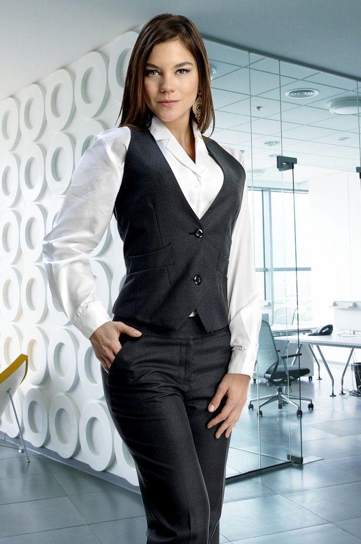 Uniforme para personal femenino de tres piezas pantalón y chaleco gris y blusa blanca http://www.creacionesred.com.mx/