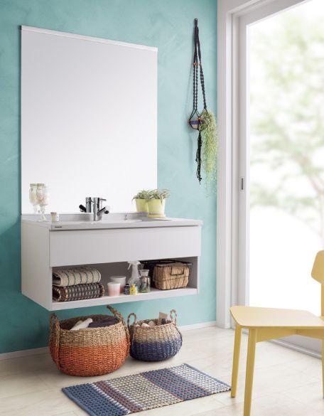 清潔感のある壁の色とともに、個性的な空間を演出。シンプルなカタチが映える。
