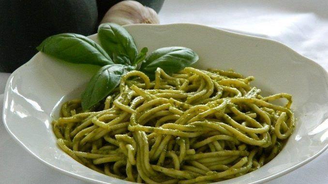 Ideální sezónní recept na cuketové špagety s parmazánem